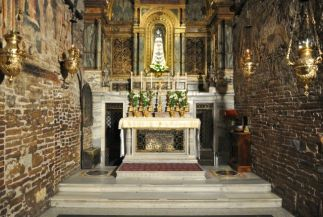 Altar de la Santa Casa de Loreto. Reliquia de la casa de Nazareth donde según la tradición ocurrió la Anunciación de la Virgen. Foto: http://www.santuarioloreto.it