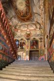 Vista general de la caja de la escalera desde abajo en las Descalzas Reales. Foto: Artículo de Miguel Morán Turina señalado en texto.