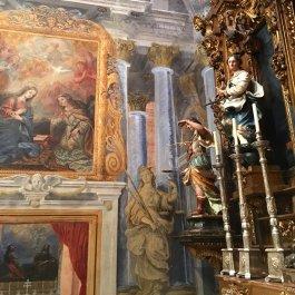 Capilla del Milagro. Detalle de San Miguel y Santa Margarita y frescon con la Anunciación.