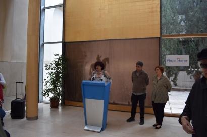 Hortensia Barderas, directora del Museo de Historia, junto con el concejal del distrito Centro, Jorge García Castaño, y Beatriz Blasco, comisaria de la exposición durante la presentación el pasado día 26 de mayo.
