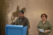 Jorge García Castaño, concejal del distrito Centro y Beatriz Blasco, comisaria de la Exposición durante el acto de presentación de la misma el pasado 26 de mayo.