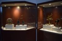 Vitrinas con instrumental en el edifio de Villanueva