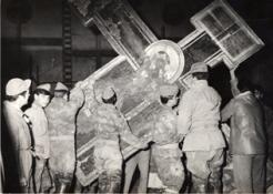 Rescate del Cristo Crucificado de Cimabue por los voluntarios internacionales