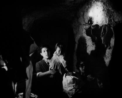 Werner Bischof: Familia en una cueva de Cerdeña