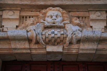Nuevo Baztán. Detalle de la portada de acceso del palacio Goyeneche. Foto: wikicommnos (Tamorlan)